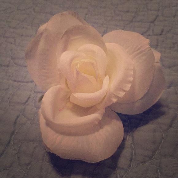 Lynette Designs Accessories Lynettedesigns White Rose Hair Clip